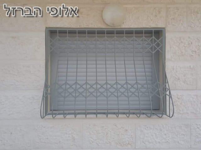 סורגי בטן לחלונות בדירה חדשה מקבלן